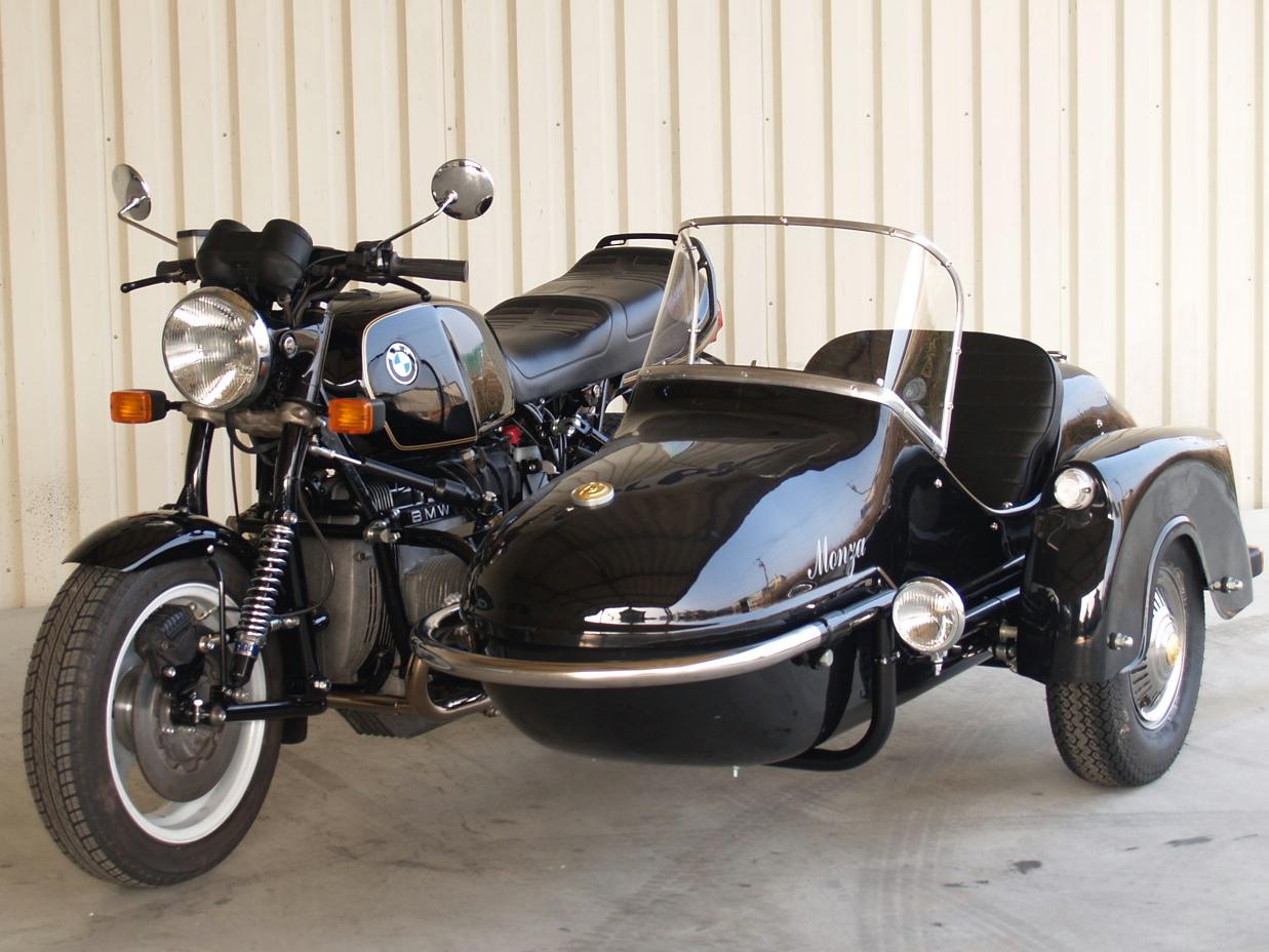 バイクにサイドカーを取り付けようかとお考えの方は是非とも参考に!のサムネイル画像