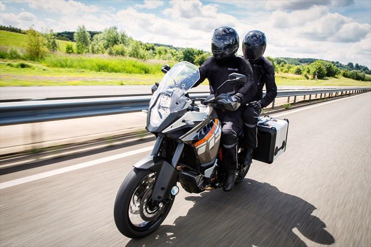 バイク乗り必須アイテム!おすすめバイクジャケットをご紹介!のサムネイル画像