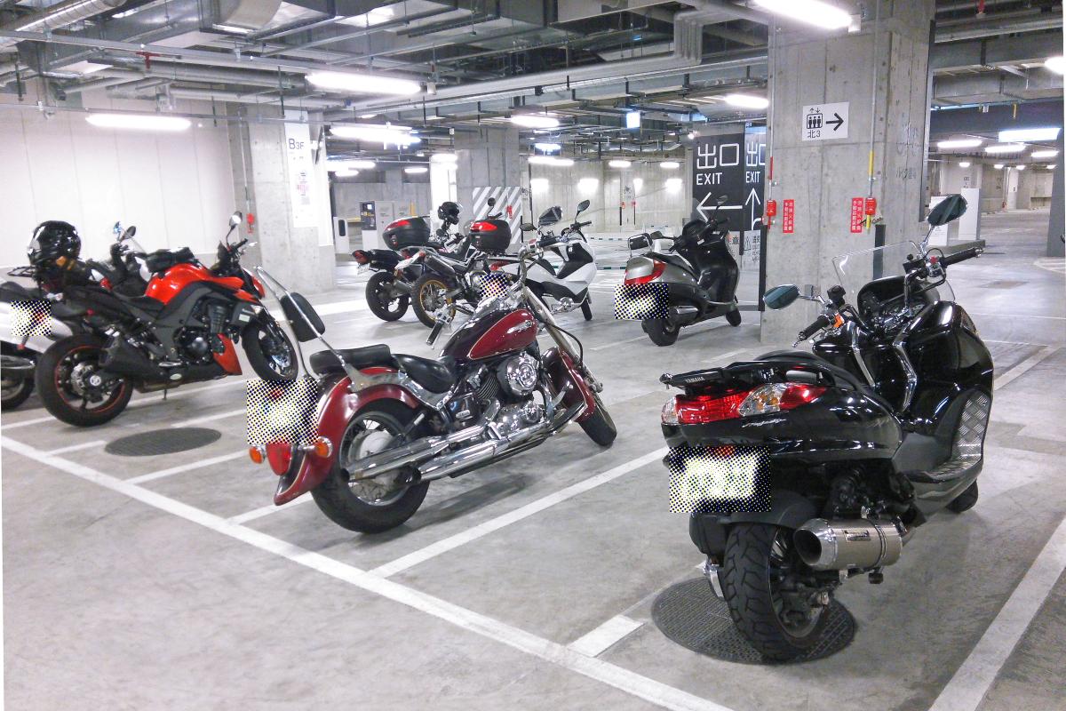 バイク用の駐輪場はどこに?大型バイクも停められる駐輪場!のサムネイル画像
