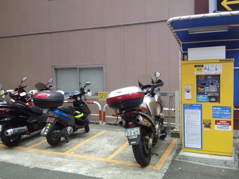 バイクはどこに停めればいいの?東京駅周辺の駐輪場をご紹介のサムネイル画像