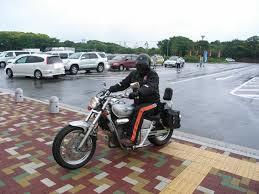 げ!雨!?雨の日にバイクで走行する際に注意すべきことのまとめのサムネイル画像