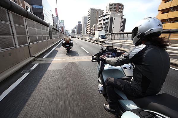 高速道路をバイクで走るときのルールは?何に注意すればいいの?のサムネイル画像
