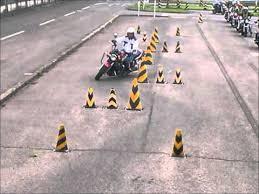 バイク教習の華!?スラロームのコツやポイントまとめました!のサムネイル画像