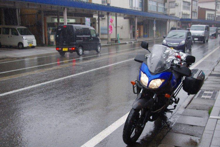 バイクライフで一番困る突然の雨!そんな時のバイク用防水バック!のサムネイル画像