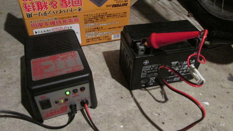 ホントにコイツは活躍してます!バイク用バッテリー充電器!のサムネイル画像
