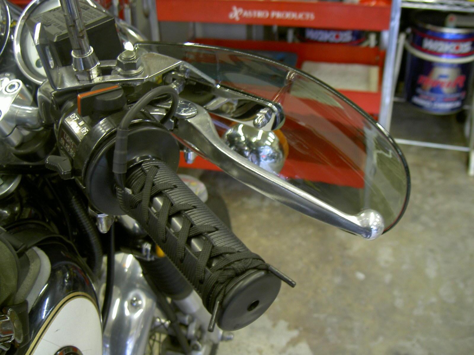 いろいろな物から手を守ってくれます!バイク用ナックルガード!のサムネイル画像