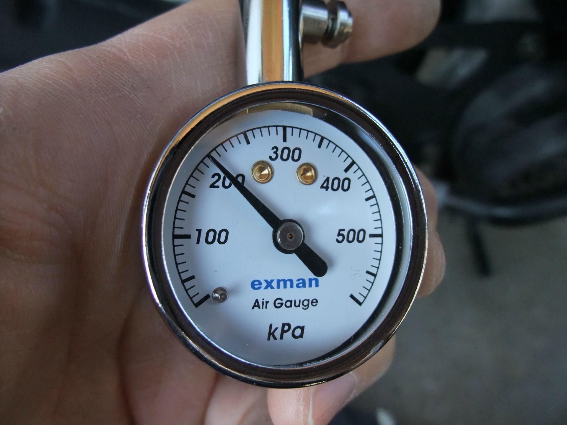 原付バイクの空気圧は正常ですか?パンクしなくても抜けてきます!のサムネイル画像