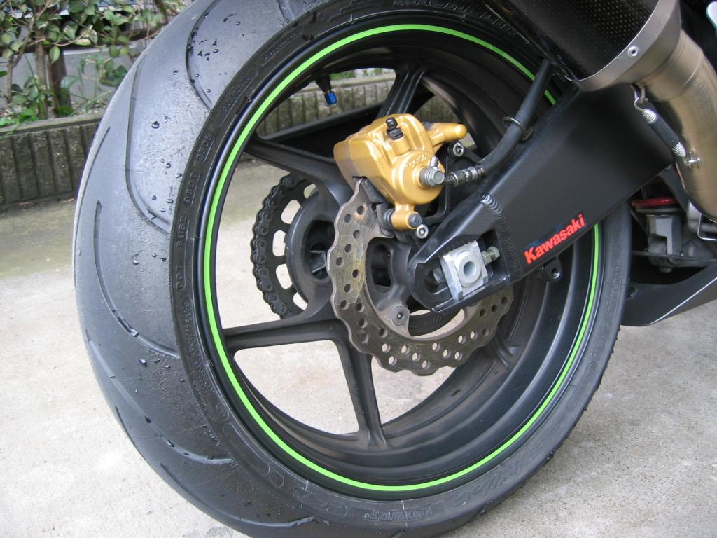 工具いらずのお手軽カスタム!バイク用リムステッカーまとめのサムネイル画像