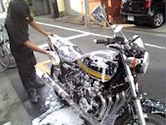 初心者でもわかりやすい!愛車は自分で磨く!バイクの洗車方法。のサムネイル画像