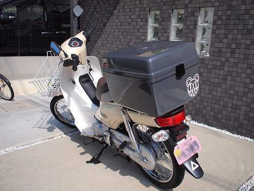 スーパーカブにでっかく荷物をつもう!リアボックスのススメのサムネイル画像