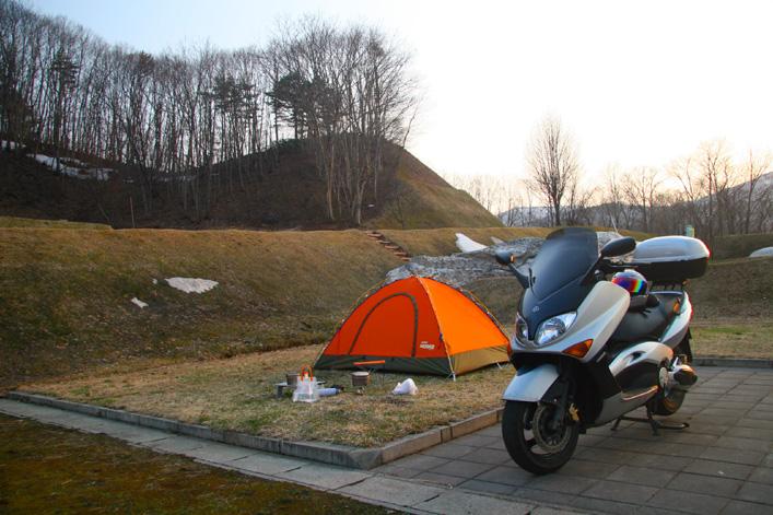 一度はやってみたいキャンプツーリング!オススメのバイク用テントのサムネイル画像