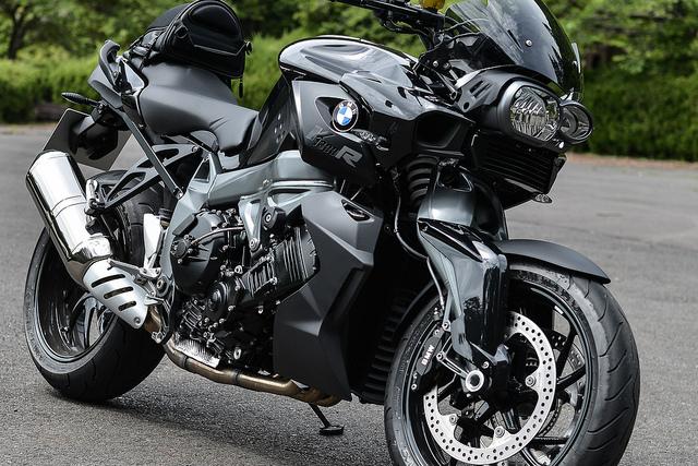 進化したストリート・ファイター!?BMW K1300Rについて徹底調査のサムネイル画像