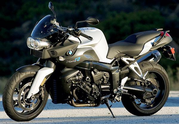高級車でカッコイイ大人に人気のバイク!BMWのK1200RをCHECK!のサムネイル画像