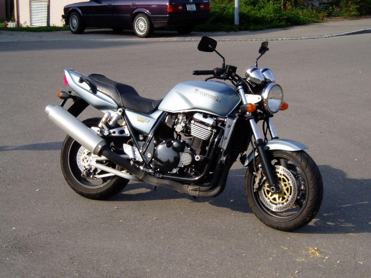 コンパクトで軽量な車体!カワサキ ZRX1100を中古購入する為の知識!のサムネイル画像