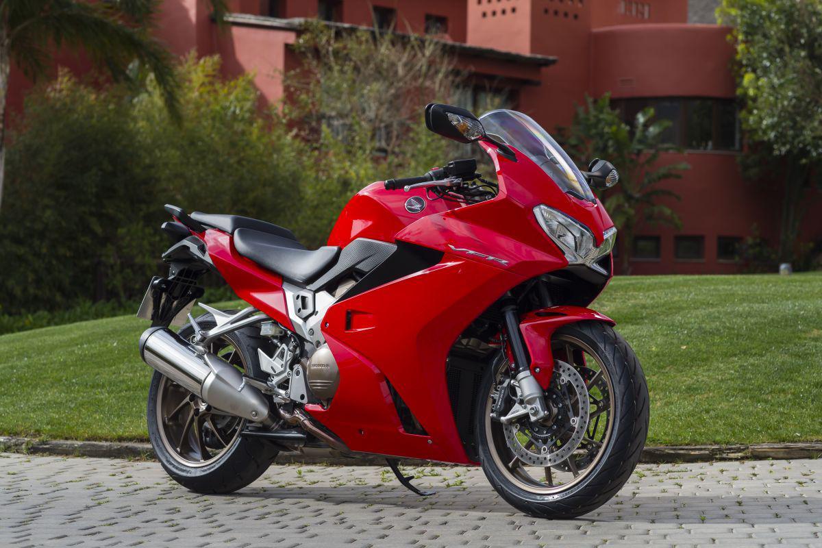 大型バイク ホンダ・VFR800Fのインプレッションをまとめました!のサムネイル画像