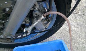 愛車のブレーキ見てますか?ブレーキパッドは消耗品ですよ!の画像