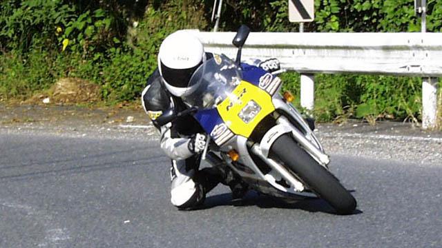 バイクの醍醐味!コーナーリングを安全に楽しむ方法をご紹介!のサムネイル画像