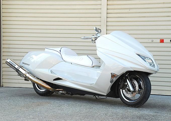 ロー&ロングを極めたスクーター、マグザムにベストなマフラーとは?のサムネイル画像