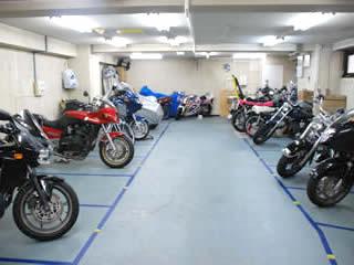 バイク乗り必見!!最近は増えてきているバイクの駐車場事情!のサムネイル画像