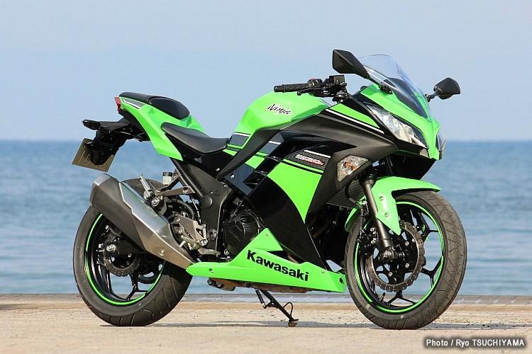 フルカウルがかっこいい!Kawasaki・ninja250のインプレッション!のサムネイル画像