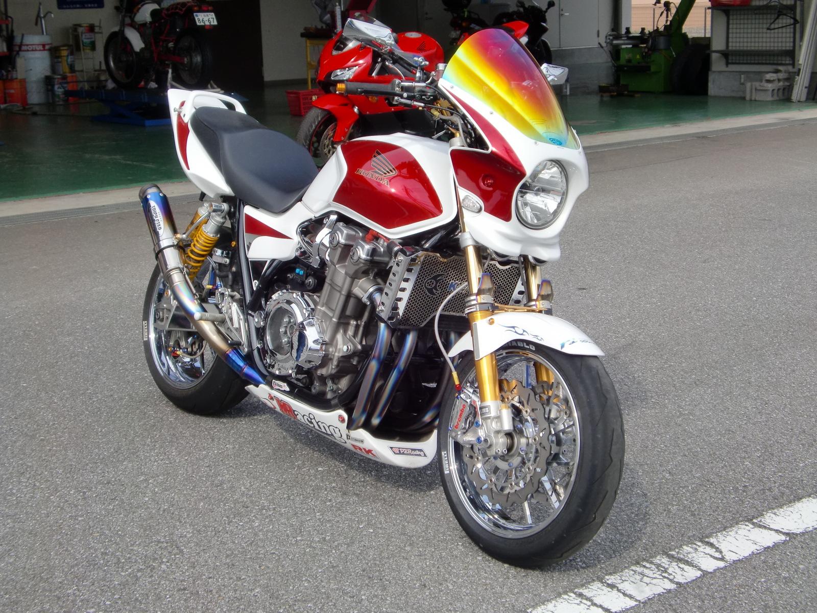 ホンダ、いや、日本が誇るリッターバイク!CB1300シリーズをカスタムのサムネイル画像