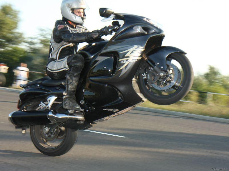 バイクのモンスター 隼ターボの驚異的な走行性能をご覧くださいのサムネイル画像