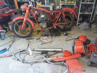 古くなったバイクを蘇らせる レストア作業の世界を覗いてみませんかのサムネイル画像
