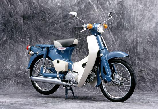 世界で一番売れてるバイク!スーパーカブの燃費性能や実燃費は?のサムネイル画像
