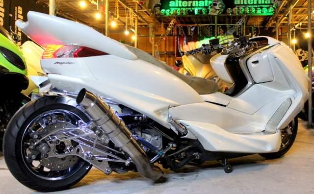 ビッグスクーターの人気車種!ヤマハ・マジェスティをフルカスタム!のサムネイル画像