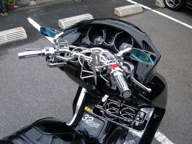 バイクでツーリング中、これがないと以外に不便なドリンクホルダーのサムネイル画像