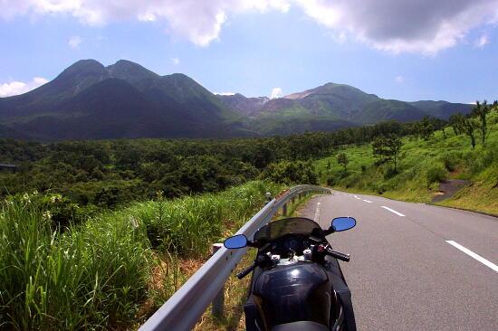 ツーリングに行くときに考えたい!バイク便利グッズまとめ!のサムネイル画像