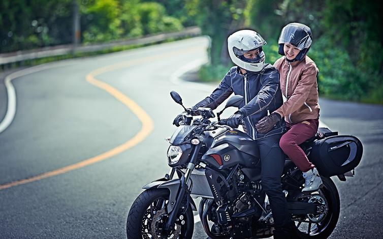 【家族と、恋人と、大切な人と】バイクにタンデムして出かけよう!のサムネイル画像