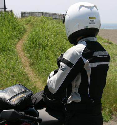 夏場の必須アイテム!バイクの人気メッシュジャケットをご紹介!のサムネイル画像
