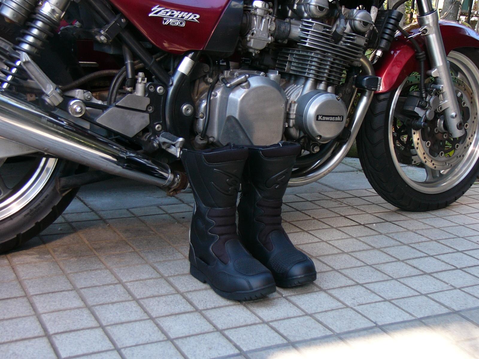 安全な走りはまず足元から!バイク用ライディングブーツまとめのサムネイル画像