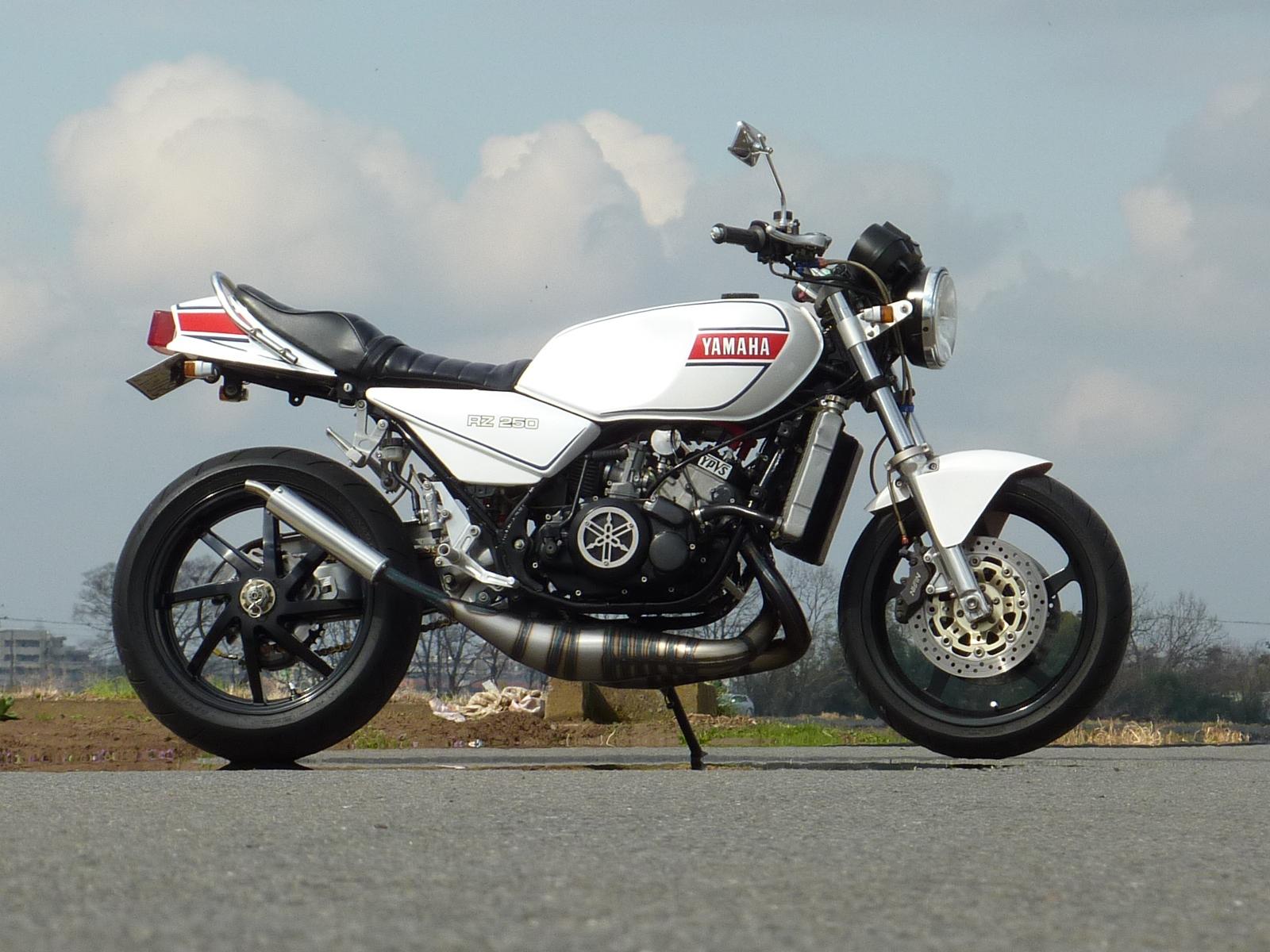 ヤマハの2ストバイクRZ250を中古で購入する方必見中古の基礎知識まとめのサムネイル画像
