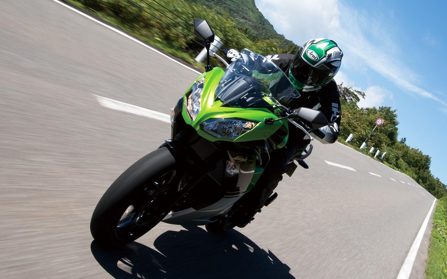 スポーツバイクに乗りたいなら、カワサキ・ニンジャ400をチェック!のサムネイル画像