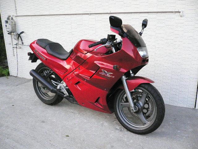 低重心のスポーツバイク!スズキ アクロスの全てを徹底調査!のサムネイル画像
