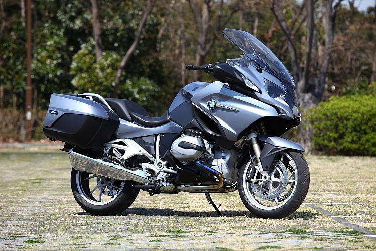 オールラウンドな走行性能を持つバイク!BMW R1200Rをチェックのサムネイル画像