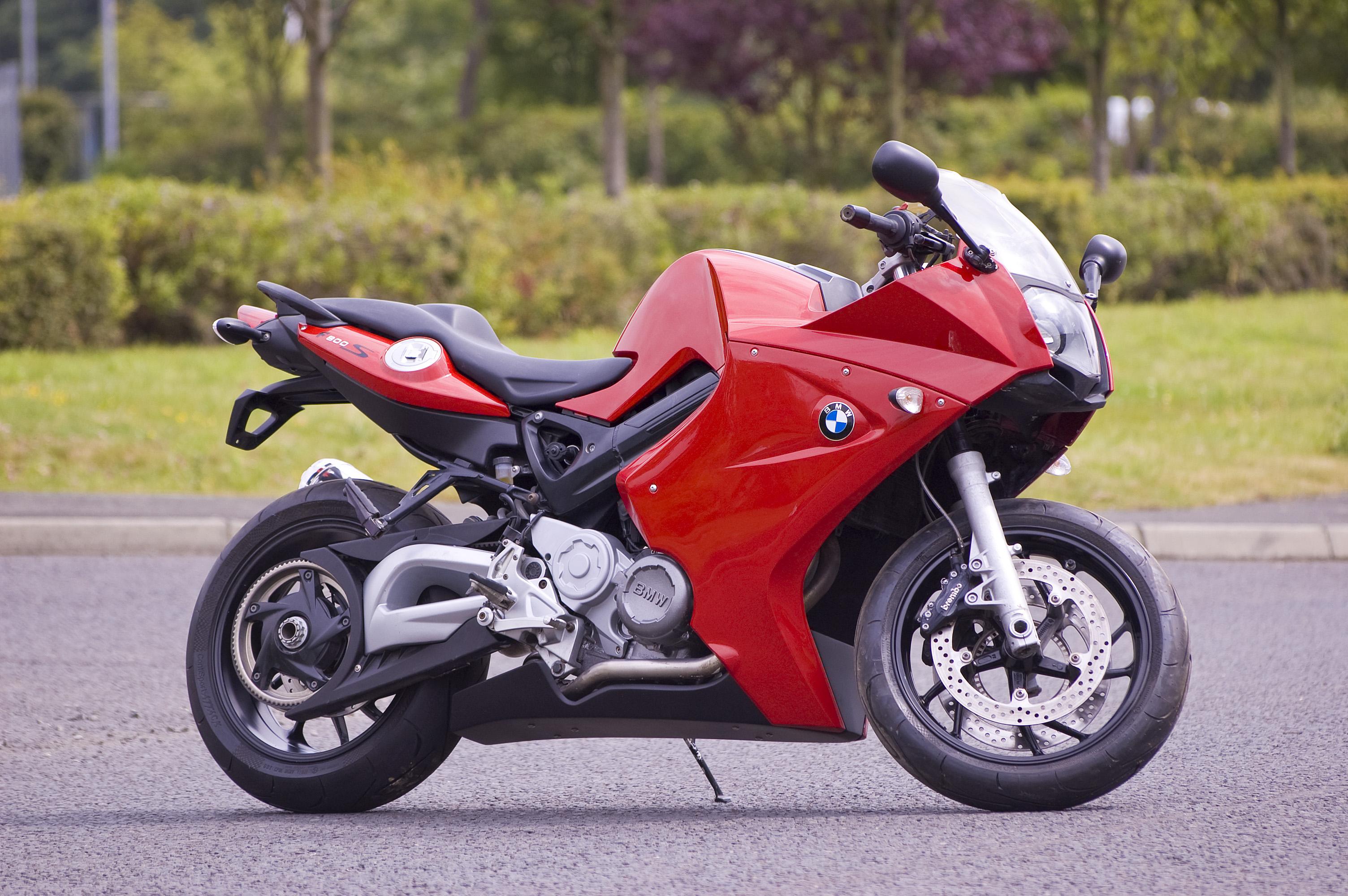 親しみやすいスポーツマシン!!BMW F800Sについて徹底調査!のサムネイル画像