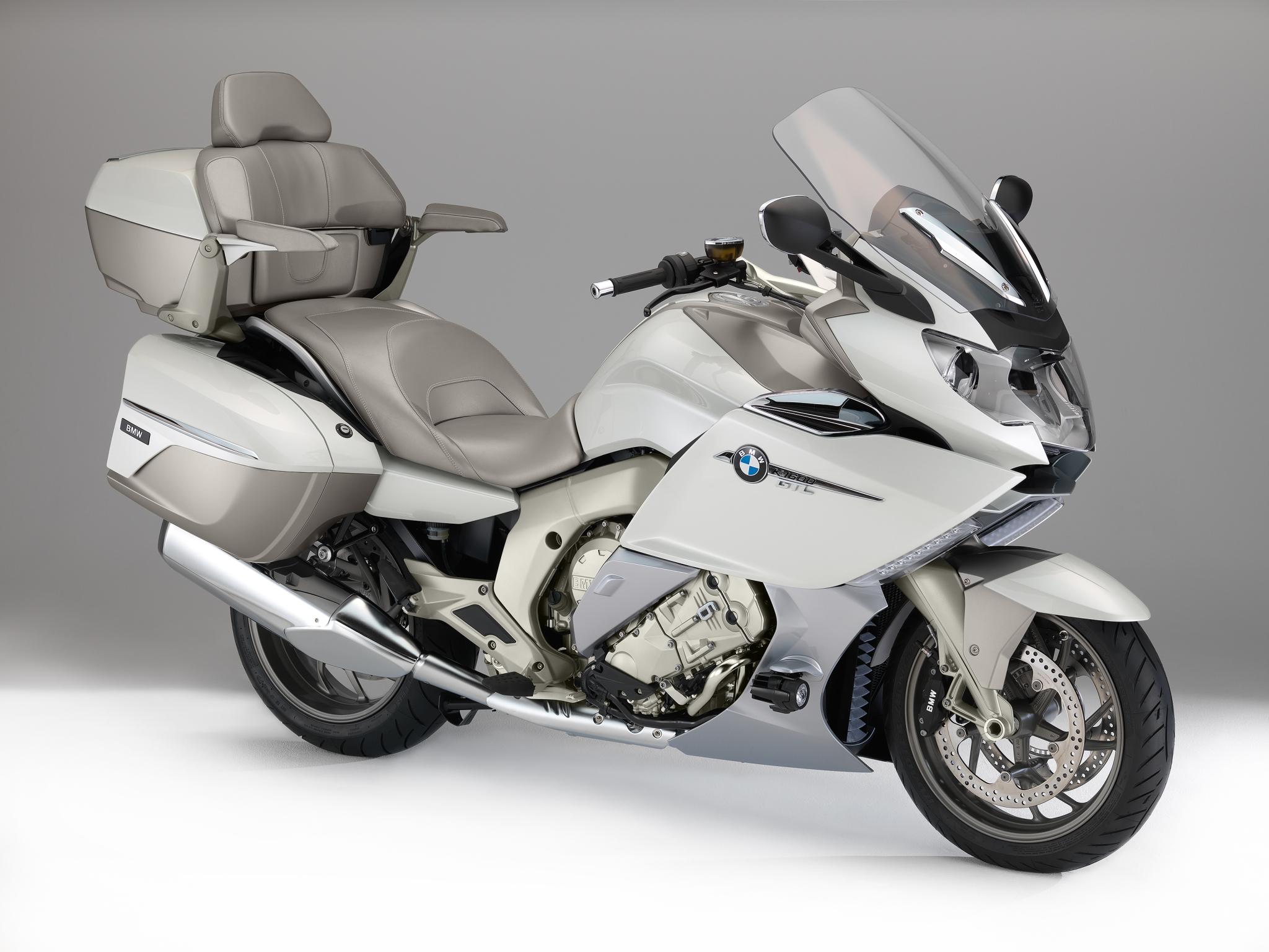 高級車でカッコイイ大人に人気のバイク!BMWのK1600GTLをCHECK!のサムネイル画像