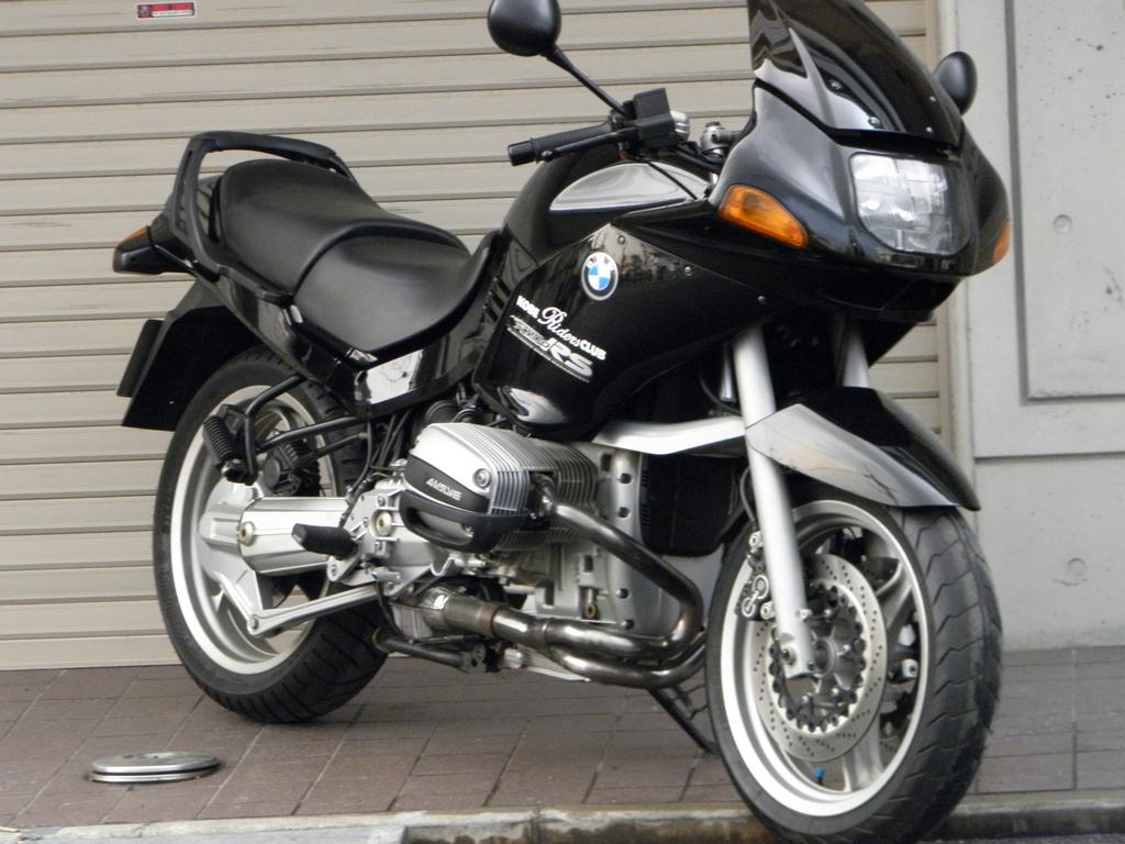 ロングセラーの大人気モデル!!BMW R1100RSについて徹底調査のサムネイル画像