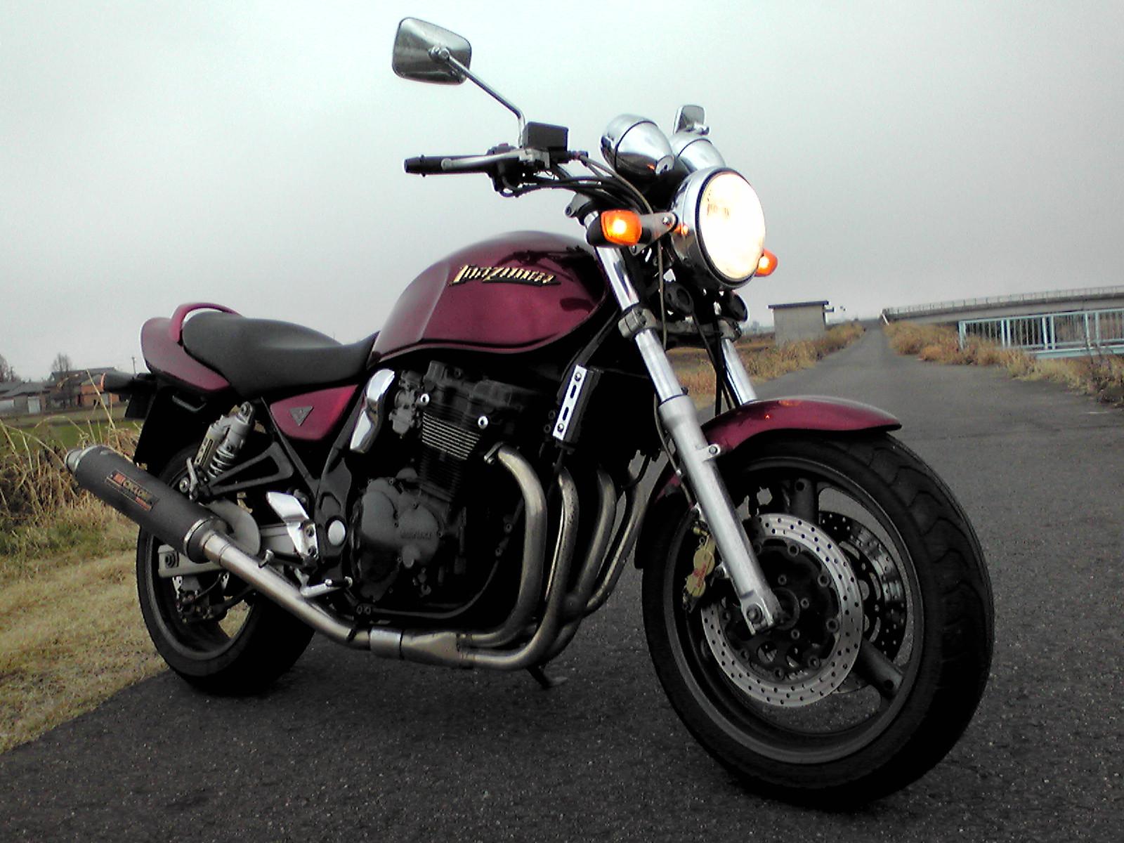 ビッグバイクのような乗り味!スズキ イナズマ400の中古購入者必見!のサムネイル画像