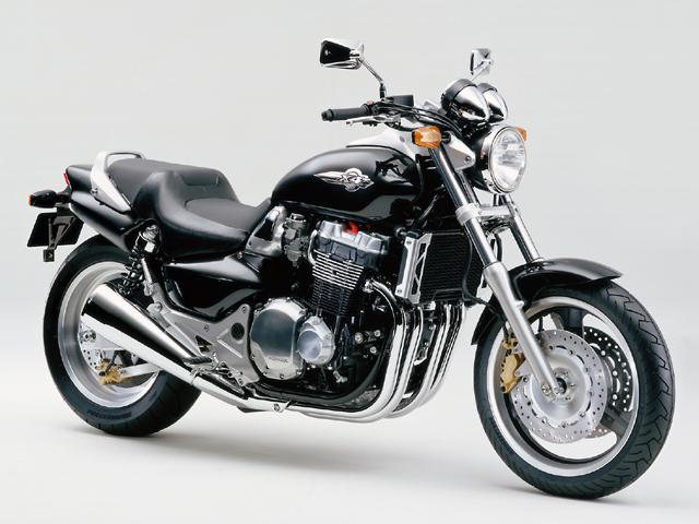 オシャレでアメリカンな感じの人気のバイク!ホンダのX4をCHECKのサムネイル画像