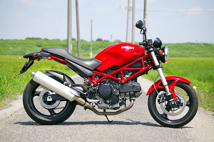 カッコよくて人気のバイク!ドゥカティのモンスター400をCHECK!のサムネイル画像